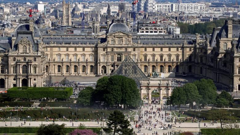 Μουσείο του Λούβρου: Μεταφέρονται έργα τέχνης για να προστατευτούν από τις πλημμύρες