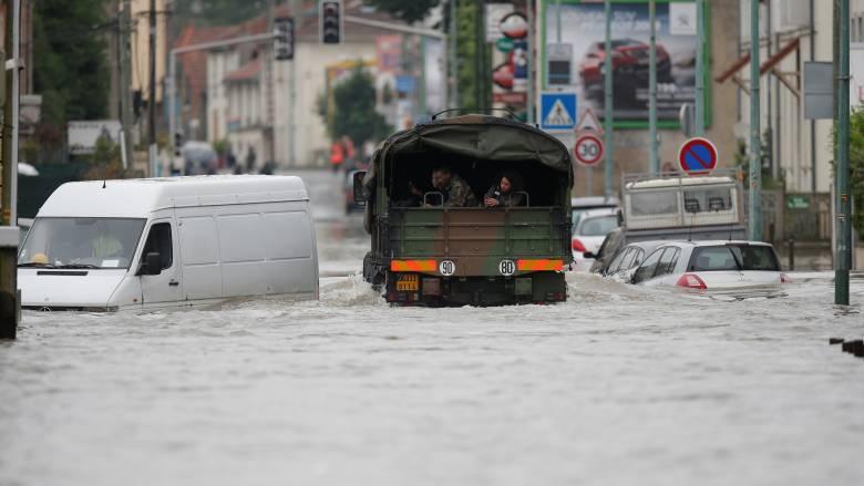 Στους τέσσερις οι νεκροί από τις πλημμύρες στη Γαλλία