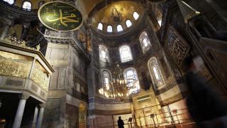 ΥΠΕΞ: Έλλειψη θρησκευτικού σεβασμού η ανάγνωση του Κορανίου στην Αγία Σοφία