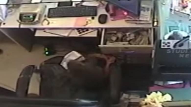 Καταζητείται μαϊμού που λήστεψε κοσμηματοπωλείο (vid)