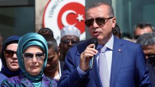 Eρντογάν προς γυναίκες: Να κάνετε τουλάχιστουν τρία παιδιά