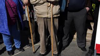 «Μαχαίρι» στα μερίσματα 284.000 συνταξιούχων του Δημοσίου