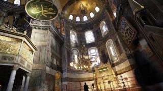 Η Τουρκία καλεί την Ελλάδα σε «σωφροσύνη» για το θέμα της Αγιά Σοφιάς
