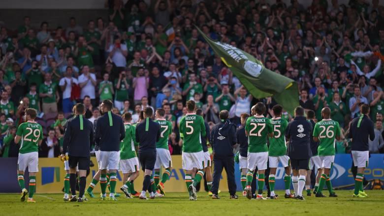 EURO 2016: παπαγάλος ερμηνεύει εκπληκτικά το αγαπημένο τραγούδι των Ιρλανδών φιλάθλων