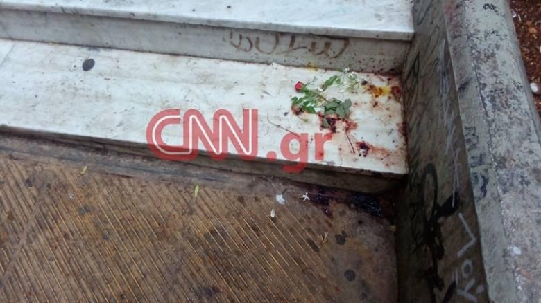 Εξάρχεια: Άφησαν λουλούδια στο σημείο που δολοφονήθηκε ο Αιγύπτιος (pic)