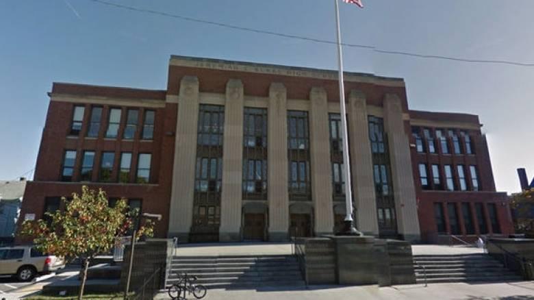 Τουλάχιστον ένας νεκρός μετά από πυροβολισμούς σε γυμνάσιο της Βοστόνης