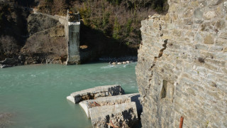 To ιστορικό γεφύρι της Πλάκας αποκαθίσταται