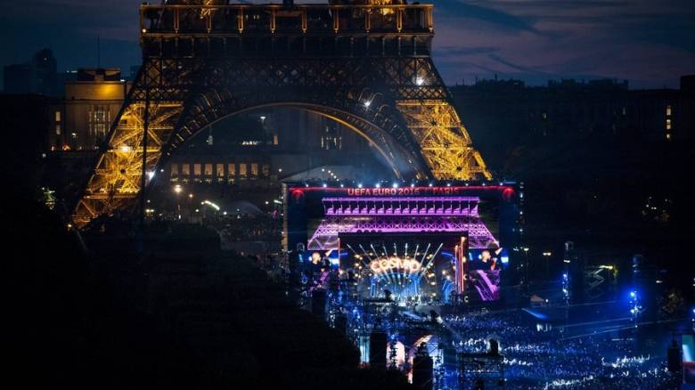 EURO 2016: με απόλυτη επιτυχία ολοκληρώθηκε η συναυλία του David Guetta στο Παρίσι