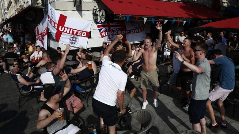 EURO 2016: Άγγλοι οπαδοί έκαναν τα πρώτα επεισόδια της διοργάνωσης στην Μασσαλία