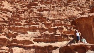 Ανακάλυψαν τεράστιο μνημείο θαμμένο στην άμμο στην Πέτρα της Ιορδανίας
