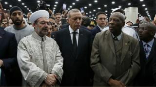 Ενοχλημένος ο Ερντογάν από την υποδοχή του στην κηδεία του Μοχάμεντ Άλι