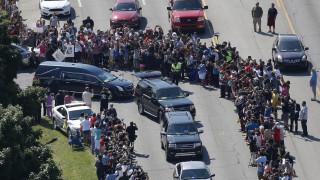 Ξεκίνησε η πομπή της κηδείας του Μοχάμεντ Άλι