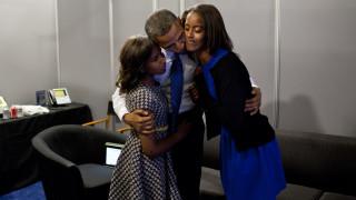 Η συγκίνηση του... περήφανου πλανητάρχη στην αποφοίτηση της πρωτότοκης κόρης του