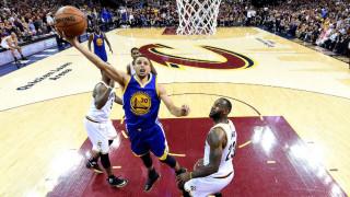 Το 3-1 στους τελικούς του NBA έκαναν οι Γουόριορς μέσα στο Κλίβελαντ, ένταση Λεμπρόν-Κάρι