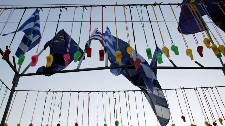 Το βαρυτικό πεδίο της ελλαδικής πολιτικής: Το «Παραιτηθείτε» διαιωνίζει την πολιτική υπανάπτυξη