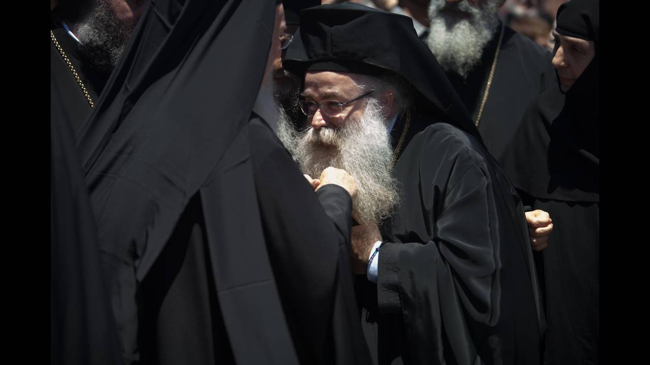 https://cdn.cnngreece.gr/media/news/2016/06/15/35836/photos/snapshot/Greece_Hawkey_HGC_arrival_Bartholemew_0461.jpg
