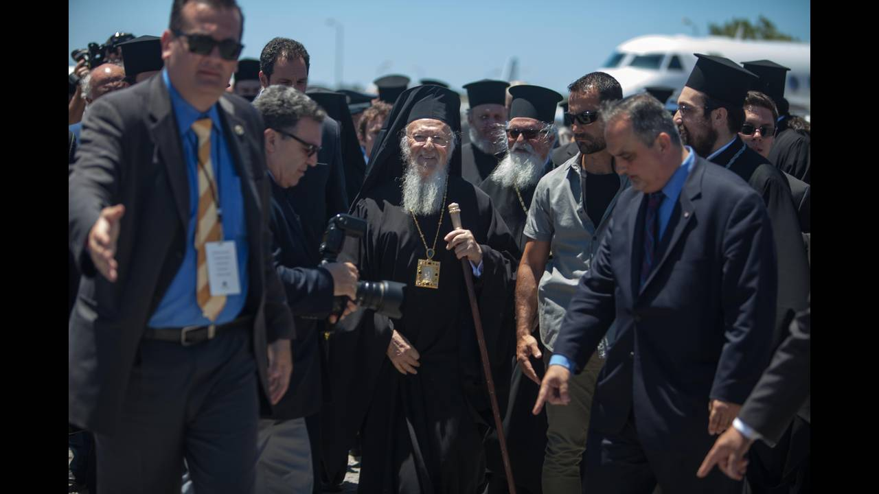 https://cdn.cnngreece.gr/media/news/2016/06/15/35836/photos/snapshot/Greece_Hawkey_HGC_arrival_Bartholemew_0495.jpg
