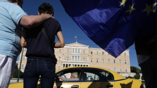 #Παραιτηθείτε: H συγκέντρωση στο Σύνταγμα - Ζωντανά από το CNN Greece