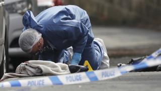 Φωτογραφίες από τις έρευνες μετά τη δολοφονική επίθεση εναντίον της Τζο Κοξ
