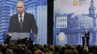 Ο Βλ. Πούτιν ατενίζει την Ευρώπη και περιμένει...
