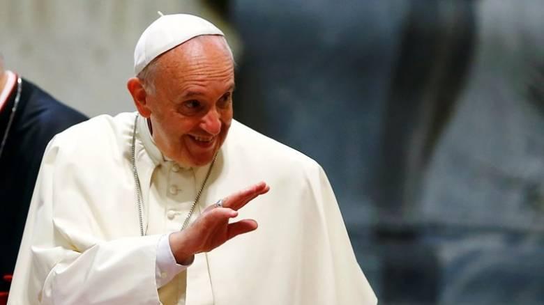 Ο πάπας Φραγκίσκος ανοίγει την αγκαλιά του σε άλλους εννιά Σύρους πρόσφυγες