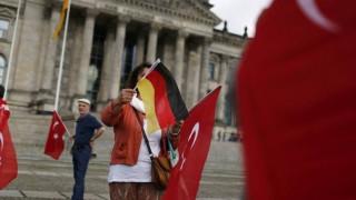 Ο Π. Βαλασόπουλος για τους φόβους ριζοσπαστικοποίησης Τούρκων στη Γερμανία