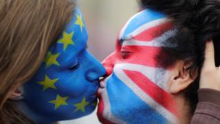 Δημοψήφισμα: Χαμηλοί τόνοι εντός Βρετανίας, πιέσεις από την Ευρώπη
