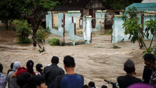 Ινδονησία: Τουλάχιστον 43 νεκροί από τις πλημμύρες στην Ιάβα