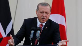 Ο Ερντογάν κατηγορεί και τις δύο πλευρές για την επίθεση στο δισκοπωλείο