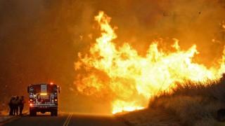 Στις φλόγες για έκτη μέρα η Σάντα Μπάρμπαρα