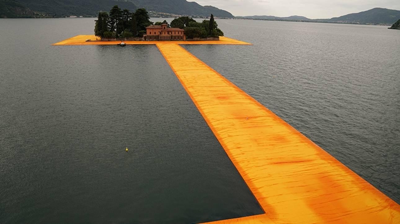 Περπατώντας επάνω στο νερό: Tο νέο, ονειρικό έργο του Christo παραδόθηκε στο κοινό