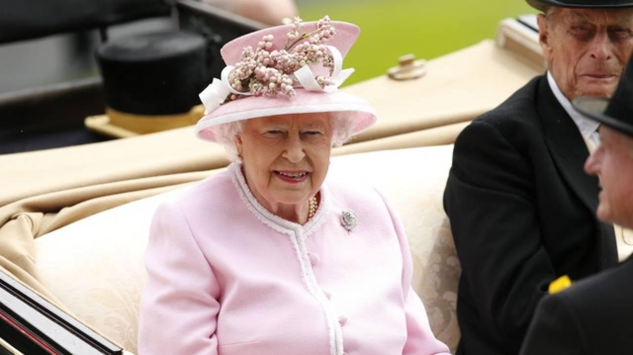 Βασίλισσα Ελισάβετ: Πείτε μου τρεις καλούς λόγους γιατί να μείνουμε στην ΕΕ