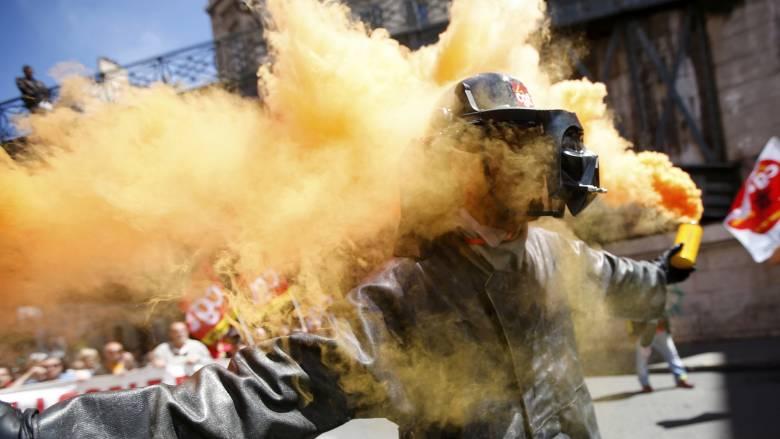 «Καζάνι που βράζει» η Γαλλία για τα εργασιακά- Η δημοσιογράφος Μαρία Δεναξά μεταδίδει