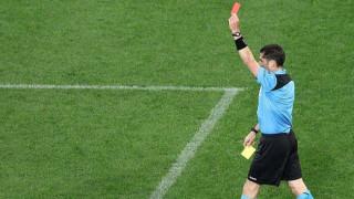 Στο μεταξύ, στη Σουηδία ποδοσφαιριστής έφαγε κόκκινη κάρτα επειδή... αερίστηκε
