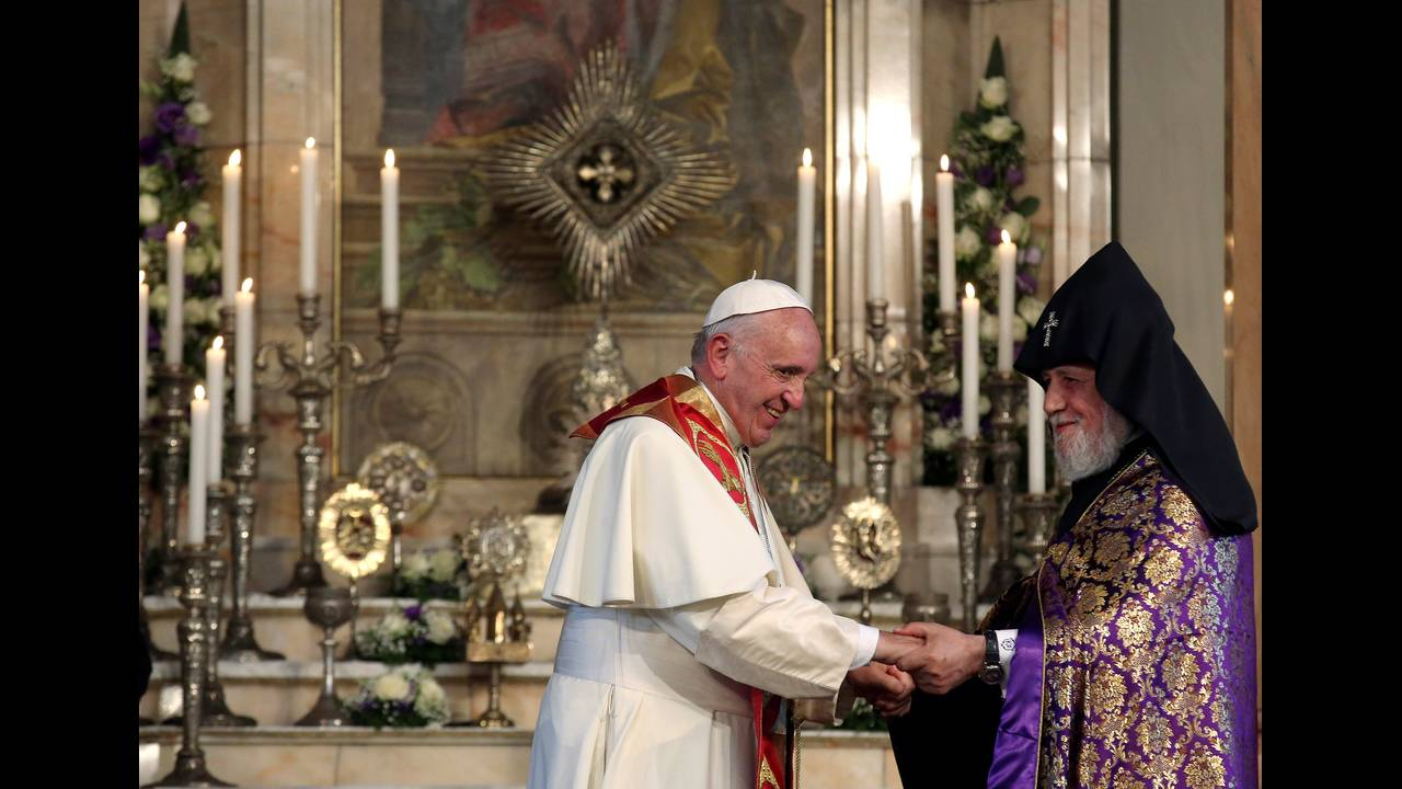 https://cdn.cnngreece.gr/media/news/2016/06/24/36962/photos/snapshot/POPE-ARMENIAREUTERSAlessandro-Bianchi1.jpg