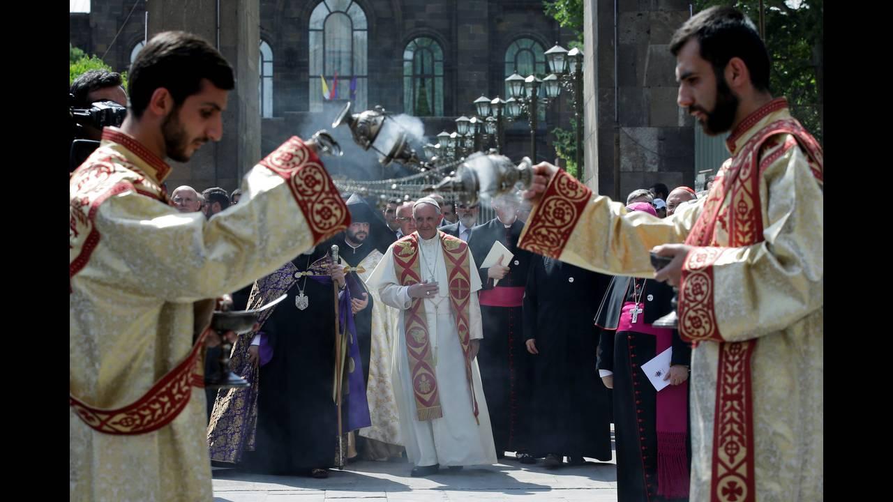 https://cdn.cnngreece.gr/media/news/2016/06/24/36962/photos/snapshot/POPE-ARMENIAREUTERSAndrew-Medichini.jpg