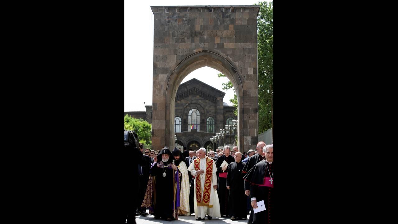 https://cdn.cnngreece.gr/media/news/2016/06/24/36962/photos/snapshot/POPE-ARMENIAREUTERSAndrew-Medichini1.jpg