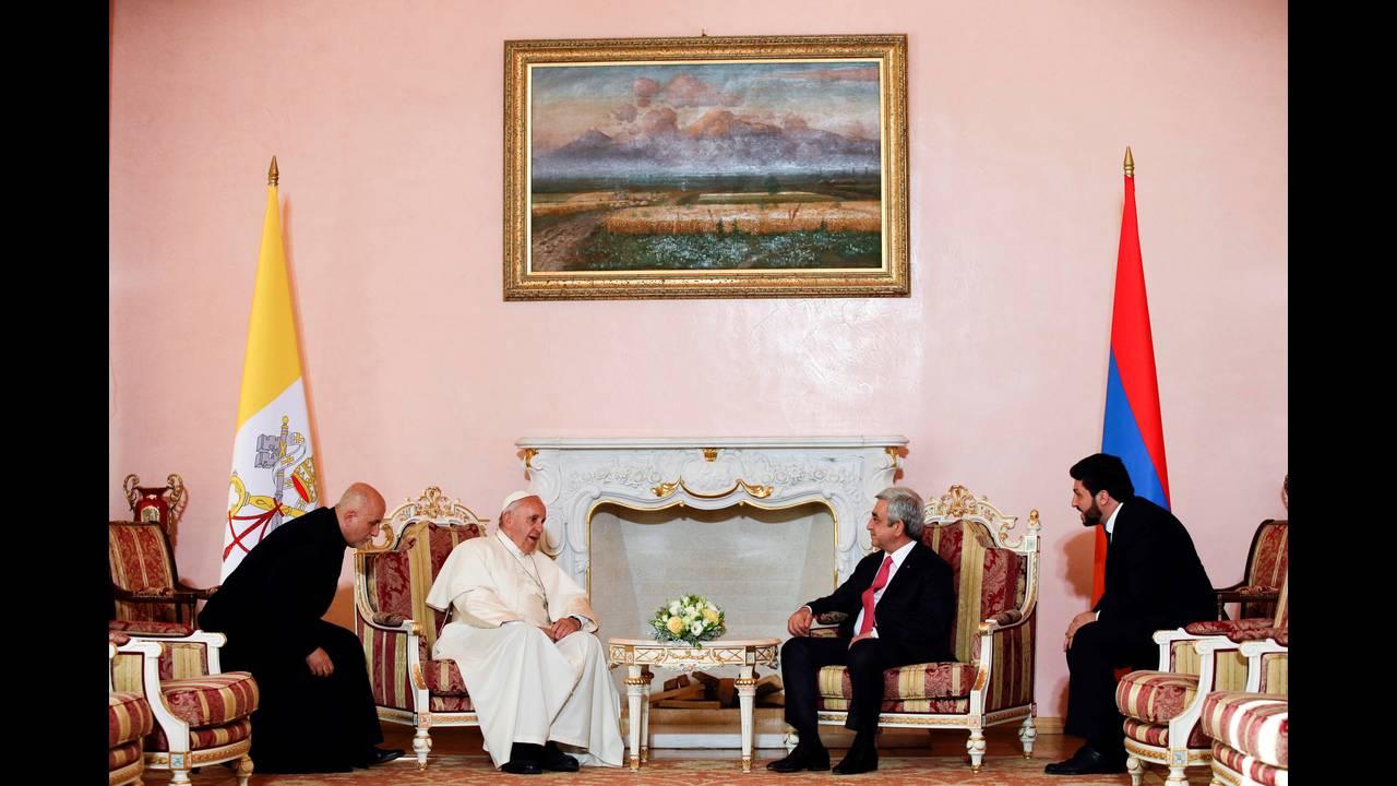 https://cdn.cnngreece.gr/media/news/2016/06/24/36962/photos/snapshot/POPE-ARMENIAREUTERSAndrew-Medichini2.jpg