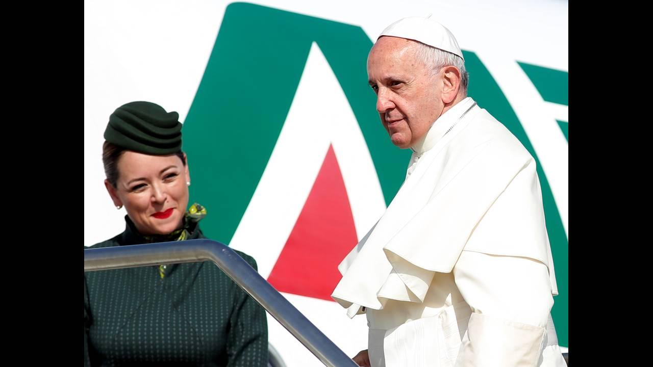 https://cdn.cnngreece.gr/media/news/2016/06/24/36962/photos/snapshot/POPE-ARMENIAREUTERSRemoCasilli.jpg