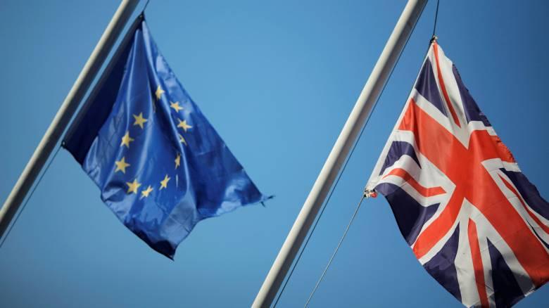 """Η ΕΕ στην αντεπίθεση - Ζητούν από τους Βρετανούς να """"τρέξουν"""" το διαζύγιο"""