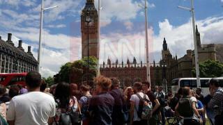 Διαμαρτυρία νέων κατά του Brexit έξω από το Κοινοβούλιο