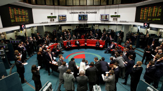 Ο οίκος αξιολόγησης Fitch υποβάθμισε το αξιόχρεο της Βρετανίας κατά μία βαθμίδα