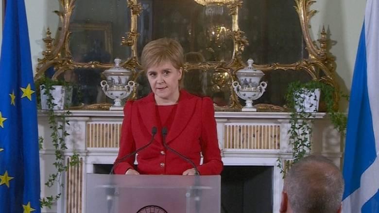 Η Στέρτζον ξεκινά επαφές με τους επικεφαλής της Ε.Ε. για να κρατήσει τη Σκωτία στην Ένωση