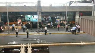Νέο βίντεο σοκ: καρέ-καρέ η επίθεση στο αεροδρόμιο της Κωνσταντινούπολης
