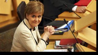 Συνάντηση της πρωθυπουργού της Σκωτίας με Γιούνκερ