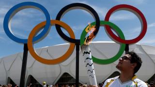 27χρονος άνδρας επεχείρησε να σβήσει την Ολυμπιακή φλόγα (videos)