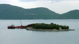 Λήμνος: Προσάραξη φορτηγού πλοίου στο λιμάνι του Μούδρου