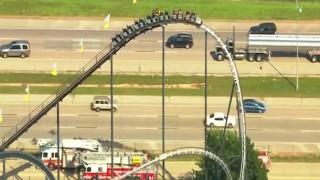 Περιπέτεια στα 30 μέτρα: Παγιδεύτηκαν στην κορυφή roller coaster