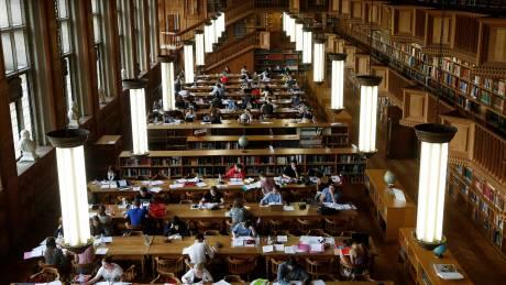 Σπουδές στο εξωτερικό... μένοντας Ελλάδα