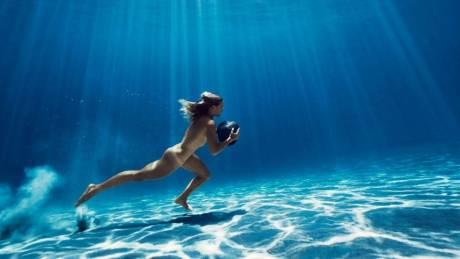 Οι αθλητές είναι γυμνοί. Το ESPN εκθειάζει το αθλητικό ιδεώδες για 8η χρονιά